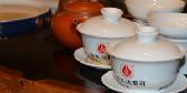 爱喝普洱茶的人很专一!